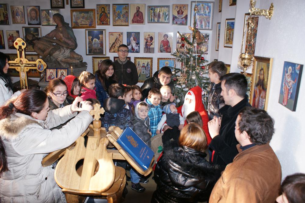 "Mos Craciun la Biserica Ortodoxa Romana ""Sfintii Imparati Constantin si Elena"" din Straubing * www.credinta-ortodoxa.com"