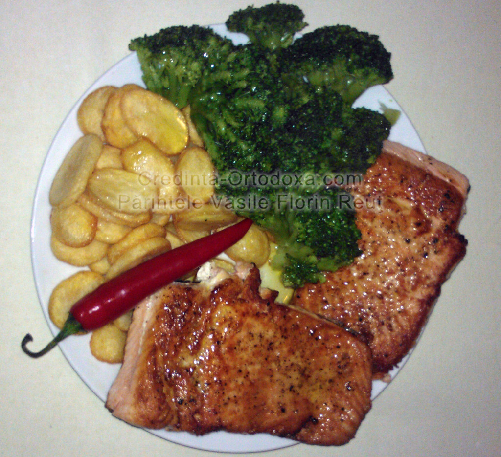 Dezlegare la peste: Somon cu broccoli si cartofi prajiti * www.credinta-ortodoxa.com