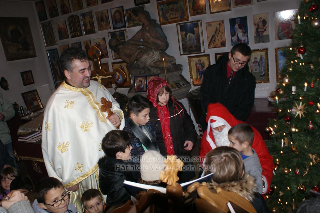Mos Craciun a ajuns si in anul 2013 la copii de la Biserica Ortodoxa Romana Straubing * www.credinta-ortodoxa.com