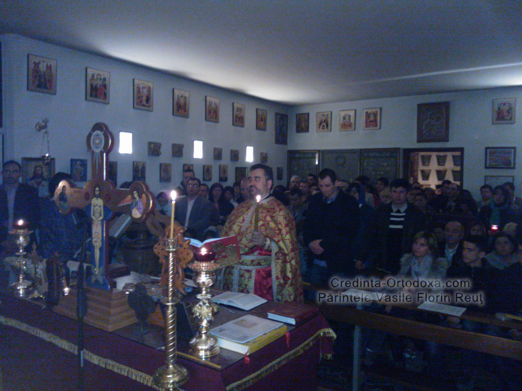 "Slujba de Inviere din anul 2013 la Biserica Ortodoxa Romana ""Sfintii Imparati Constantin si Elena"" din Straubing * www.credinta-ortodoxa.com"