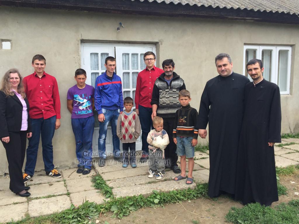 """Pui pentru """"puișori"""": O faptă bună nu are nevoie de o zi specială pentru a aduce bucurie! * www.credinta-ortodoxa.com"""