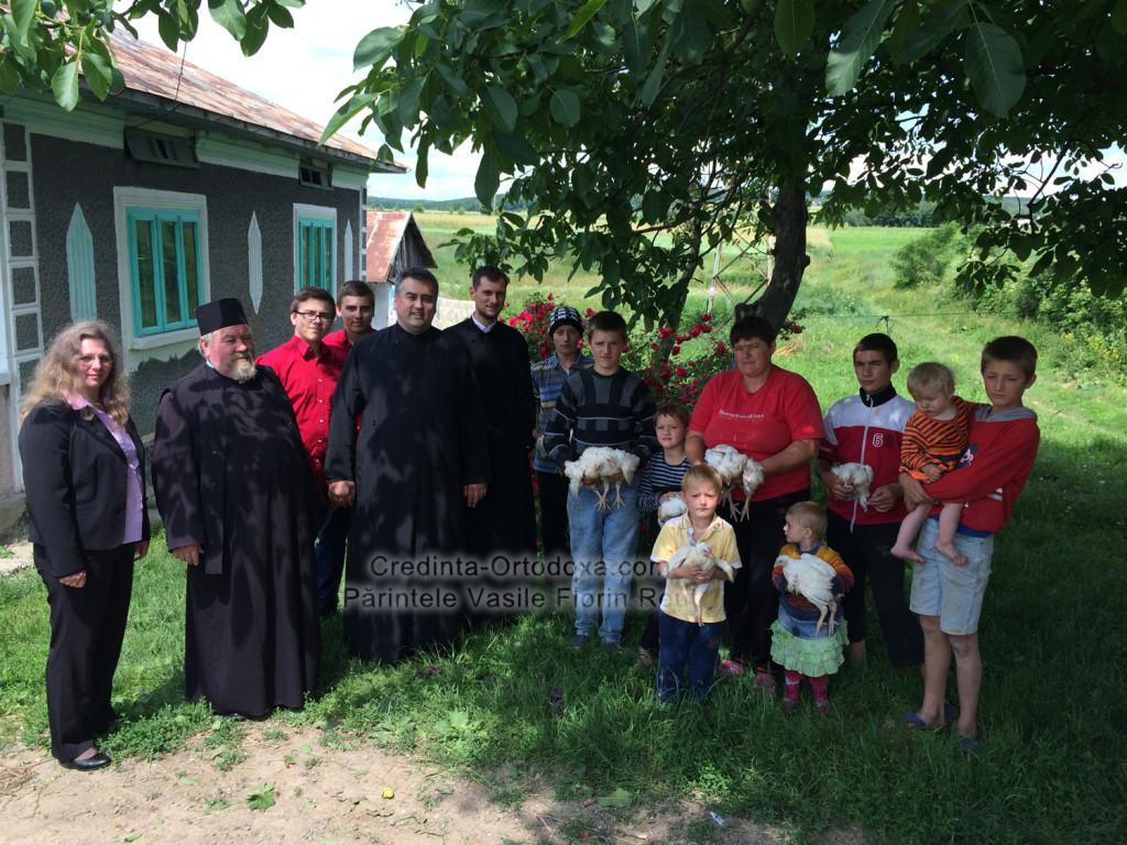 """Pui pentru """"puișori"""": O faptă bună nu are nevoie de o zi specială pentru a aduce bucurie! * www.credinta-ortodoxa.com  * www.credinta-ortodoxa.com"""