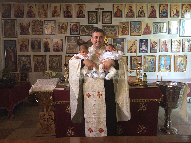 Gemenii Antonio si Benjamin - Taina Sfantului Botez: Prima pereche de gemeni impreuna cu alti trei prunci, increstinati la Biserica Ortodoxa Romana din Straubing * www.credinta-ortodoxa.com