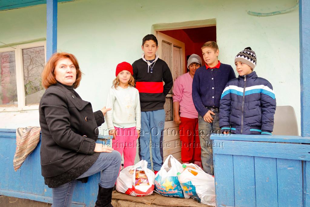 Zambete si lumina in ochisorii a 65 de copii – Golaiesti 2014 - Slava lui Dumnezeu pentru toate dragii mei! * www.credinta-ortodoxa.com