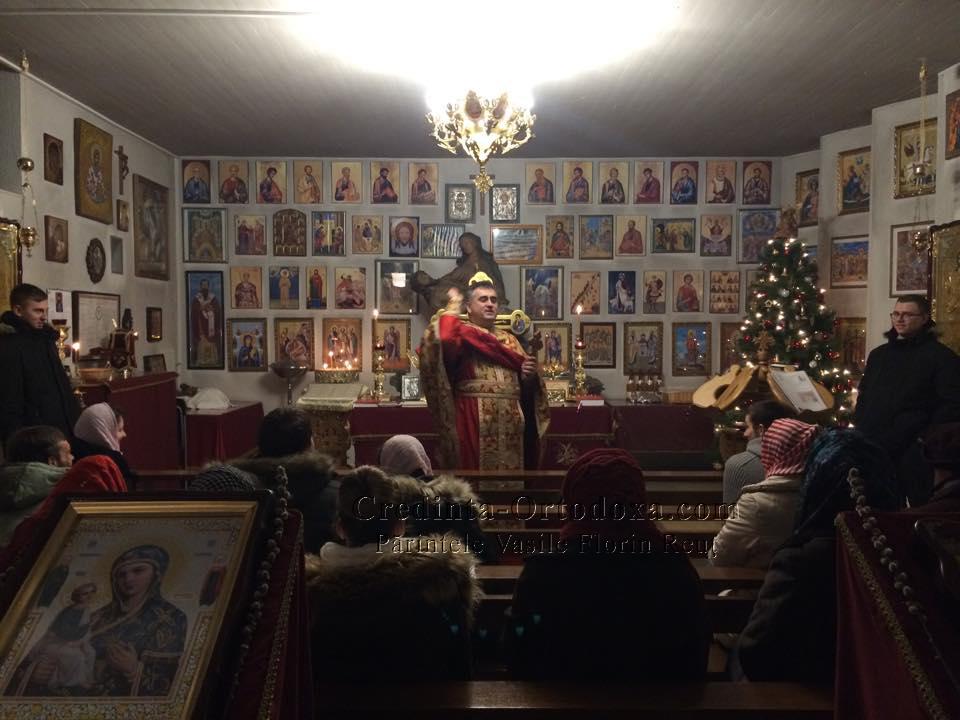 Dupa Sfanta Liturghie, parintele Reut i-a sorcovit dupa traditie, pe credinciosii prezenti la Sfanta Biserica.