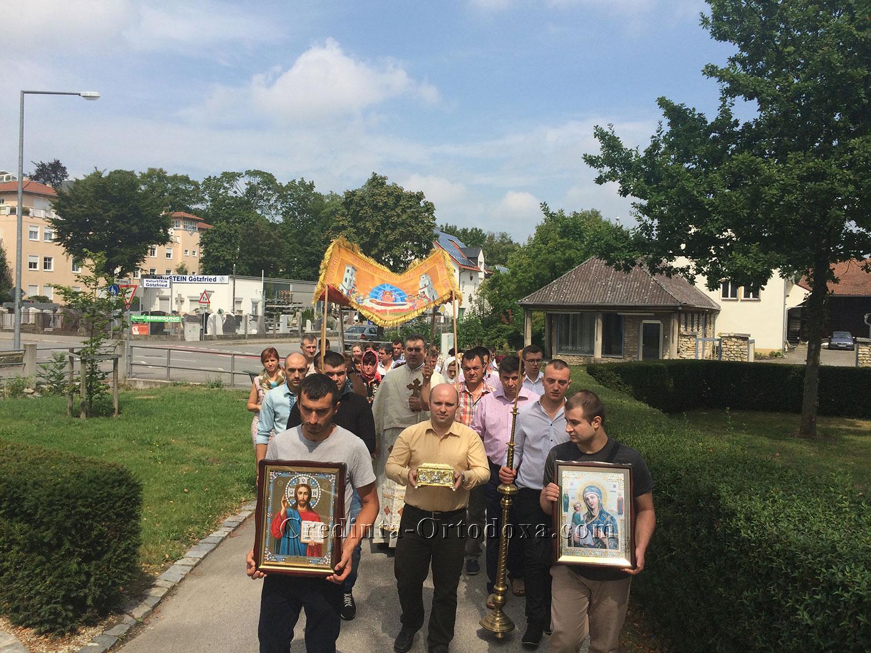 Sfânta Liturghie şi Procesiune la Praznicul Adormirii Maicii Domnului 2015 - Biserica Ortodoxă Română din Straubing