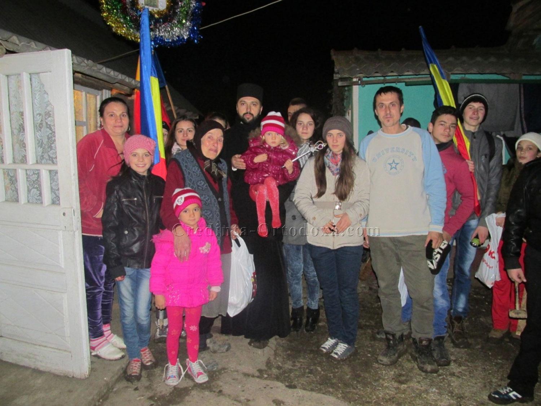 Daruind vei dobandi - actiunea umanitara a Parintelui Vasile Florin Reuţ si a Parohiei Ortodoxe Romane din Straubing in localitatea Belcesti - Iasi, Decembrie 2014