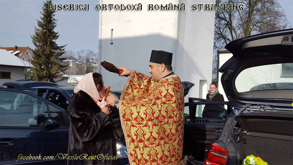 """Numeroşi credincioşi prezenţi la slujba de Bobotează, la Biserica Ortodoxă Română """"Sfinţii Împăraţi Constantin şi Elena"""" din Straubing"""