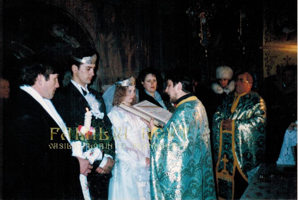 Familia Reuţ Vasile Florin şi Bernadette la 20 ani de căsătorie – Nunta de Porțelan