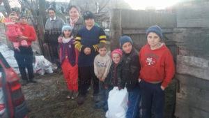 Daruri pentru familii necăjite din satul Sfântu Ilie şi comuna Stroieşti, judetul Suceava - decembrie 2016