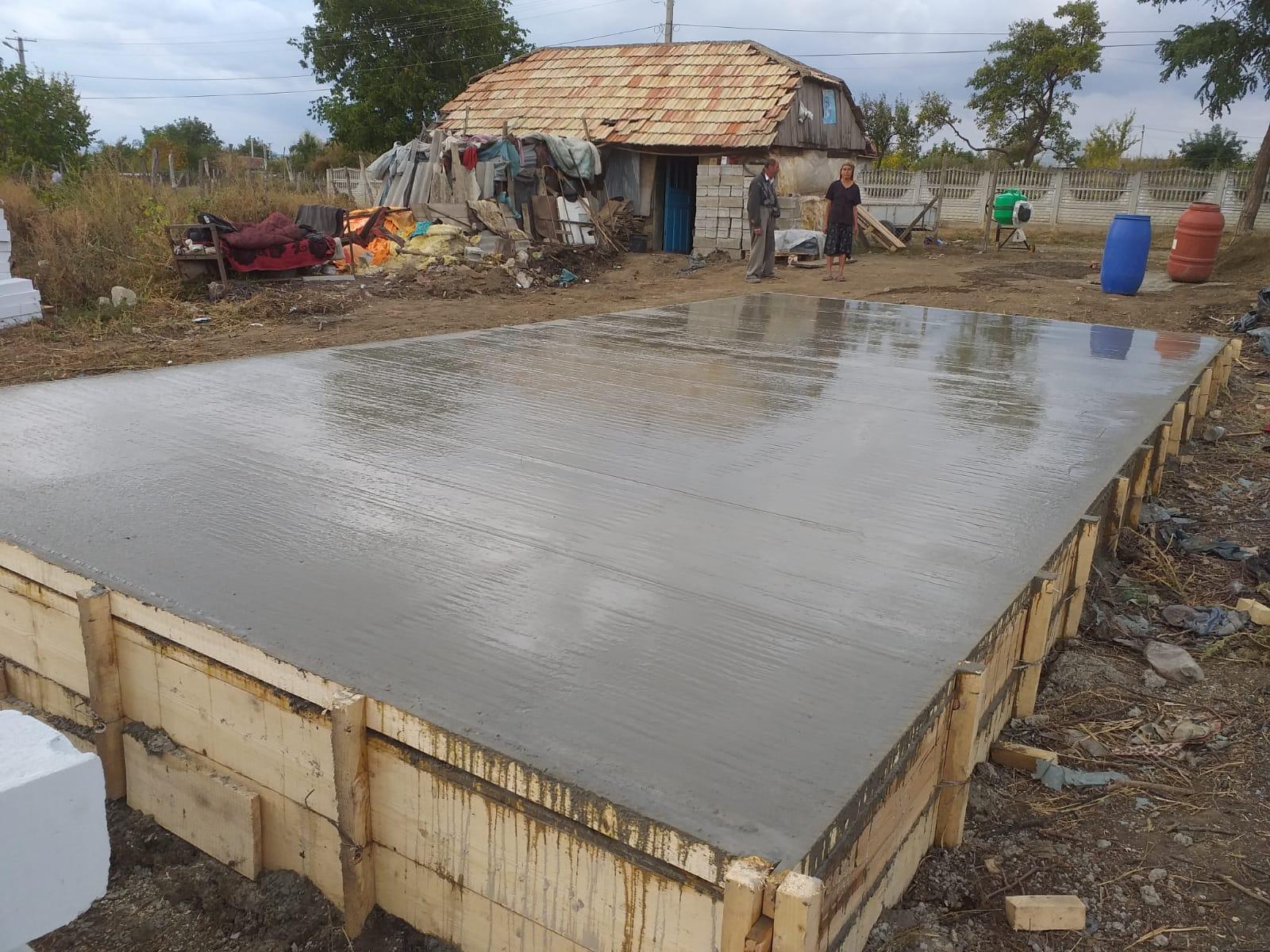UPDATE 26.09.2019 - s-a finalizat turnarea temeliei pentru căsuţă