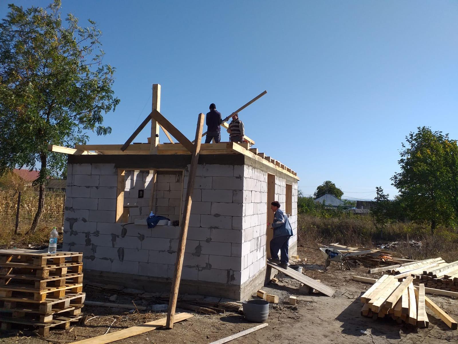 UPDATE 09.10.2019 - Astăzi s-au montat grinzile pentru acoperiş.