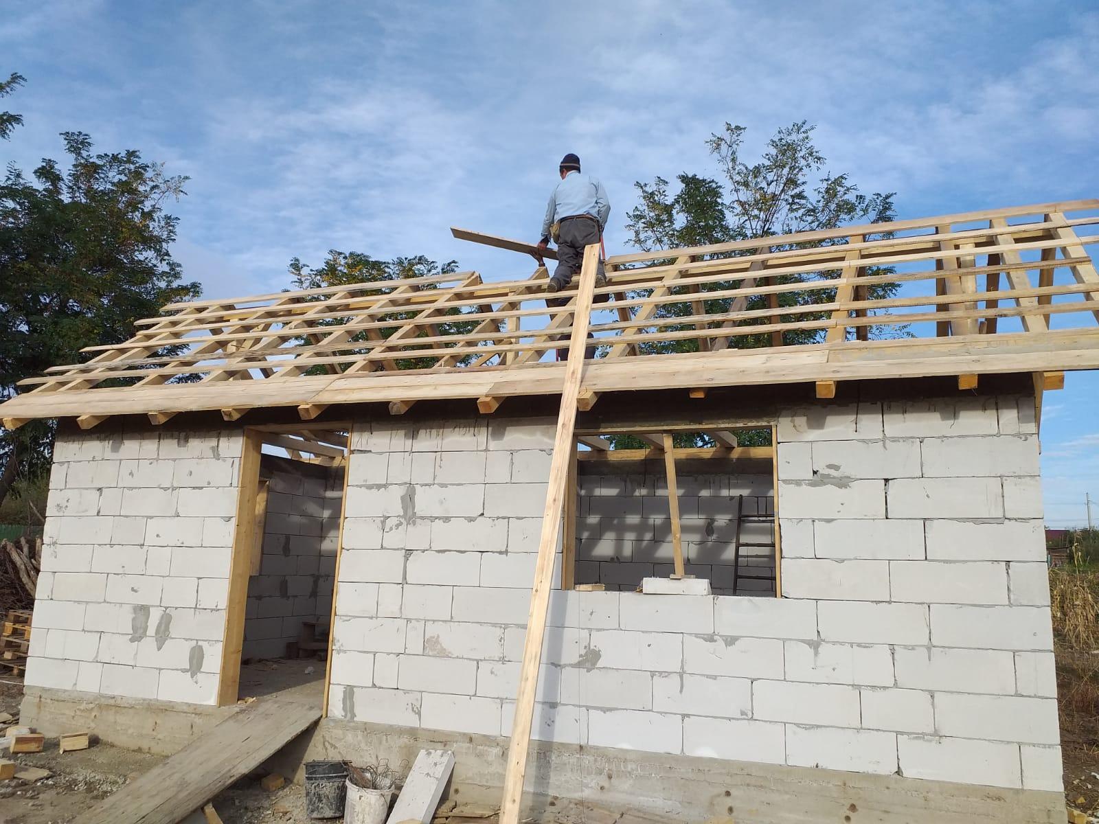 UPDATE 10.10.2019 - Astăzi s-a lucrat la structura acoperişului.