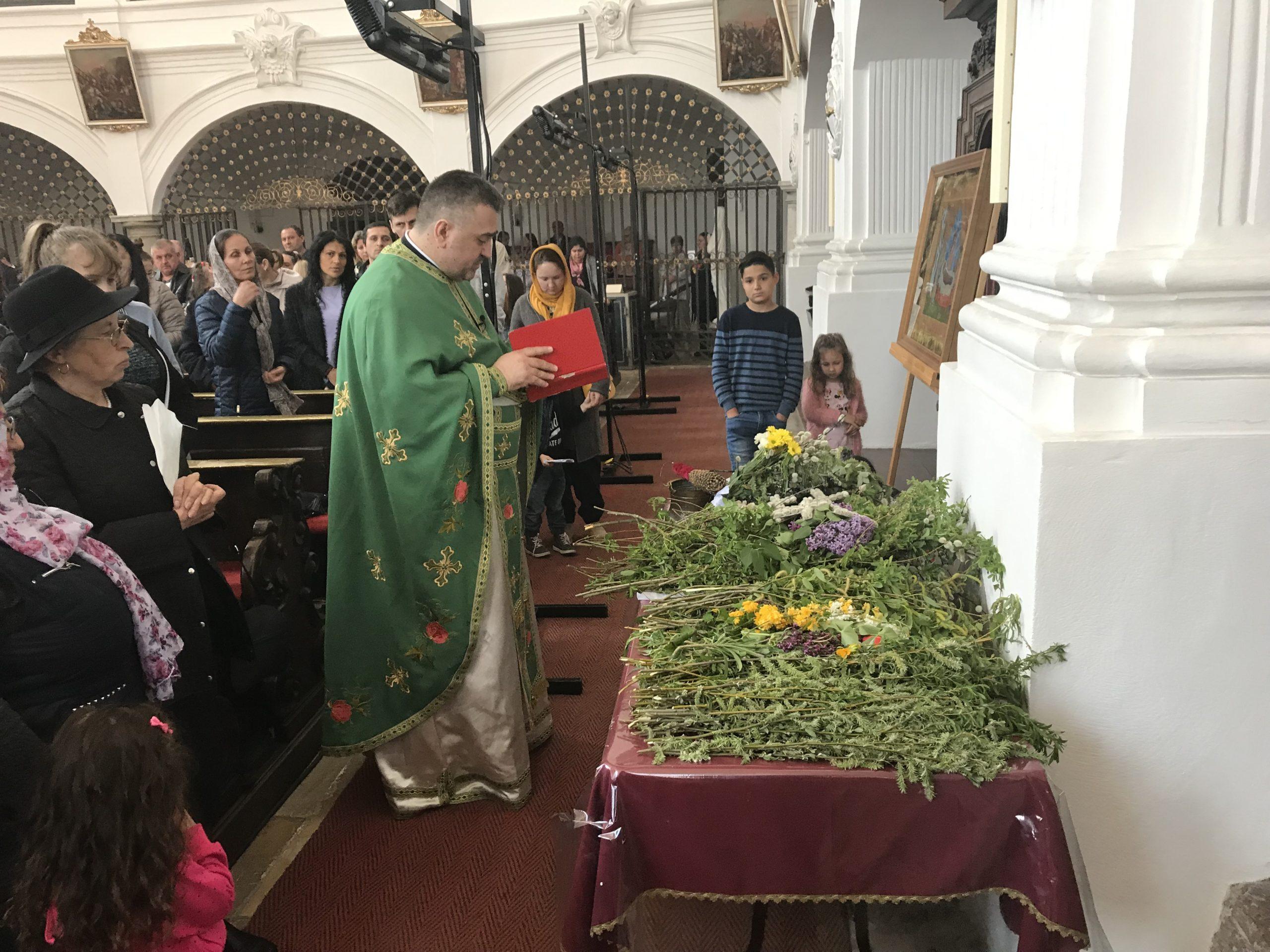 Biserica noastră din Straubing va fi deschisă de Florii şi de Paşti!