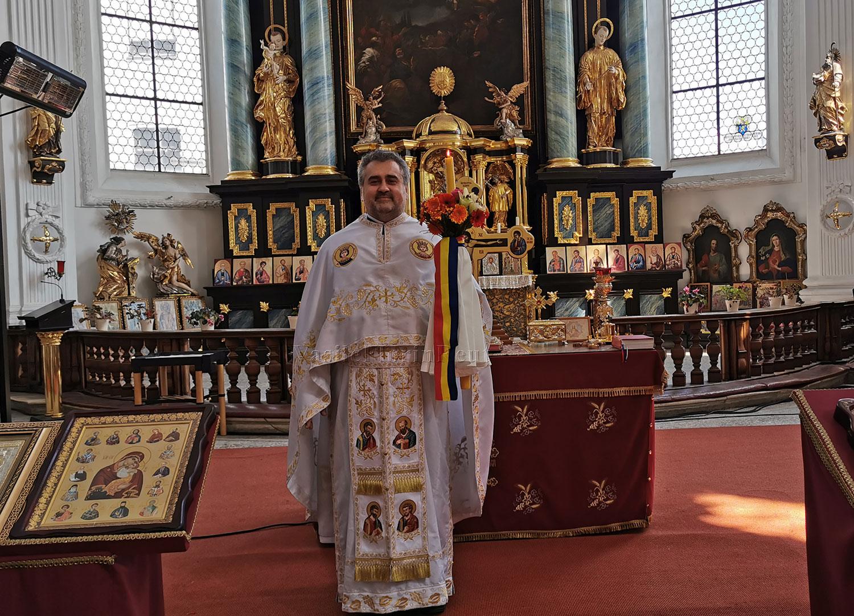 HRISTOS A ÎNVIAT! - Părintele Vasile Florin Reuţ